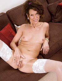 Sultry cougar milf gets..